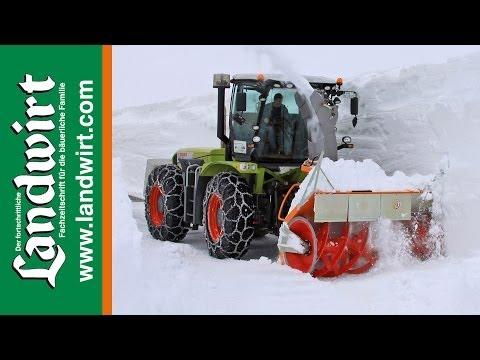 Claas Xerion im Winterdienst