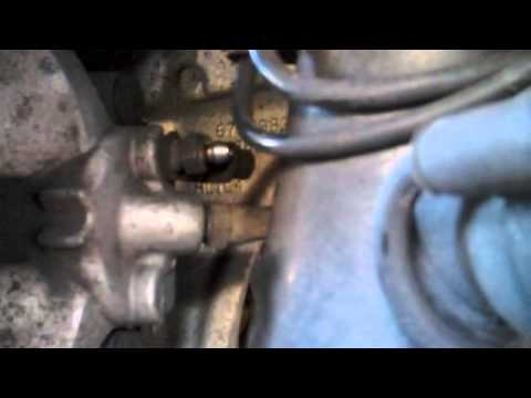 PORSCHE CAYENNE. SUSTITUIR LÍQUIDO DE FRENOS. Change brake fluid.