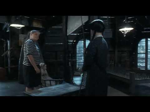 Addams Family Values - Guillotine Scene videó letöltése