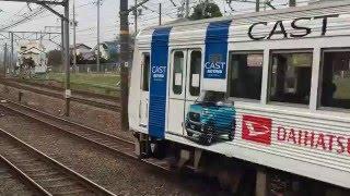 静岡ダイハツのラッピング列車が、静岡鉄道桜橋駅に到着
