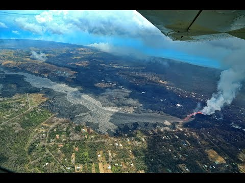 2018-hawaii-volcano-sends-lava-river-through-community