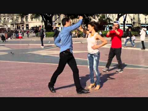Street Dancers Salsa in Barcelona