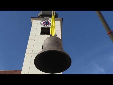 Aufziehen Kirchenglocke Pfarrkirche