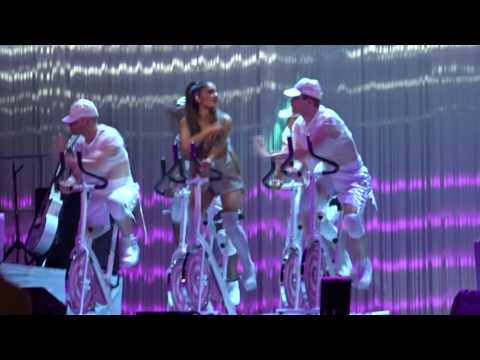 Ariana Grande - Side To Side - Live at...