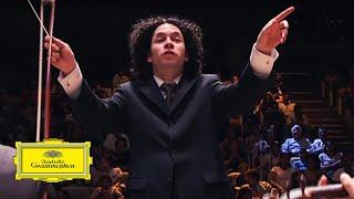 カオスな管弦楽団。荒くれ者な指揮者が率いる楽団で観客も熱狂!