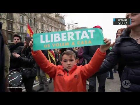 Catalães vão às ruas contra a prisão do ex-líder Carles Puigdemont | SBT Notícias (26/03/18)