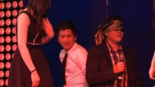 Biến mất áo khán giả ngay trên sân khấu-Nguyen Phuong