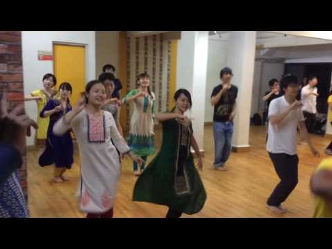 Japanese dancing on Bollywood music | kar gai chul | kala chashma | grms dance studio