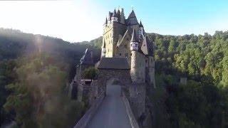 Германия. Замок Эльц. Туризм. Отдых. Путешествия.