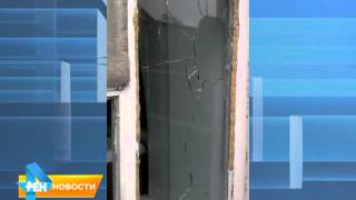 В Энгельсе коллекторы разбили окна пожилой женщине