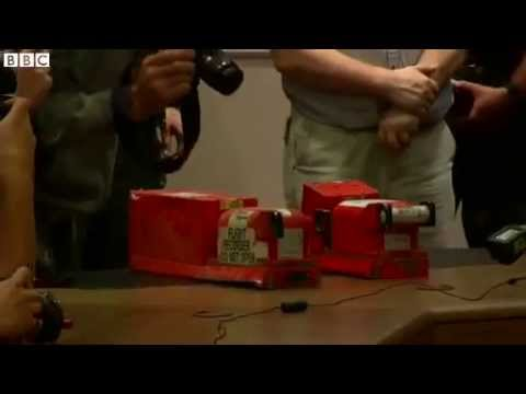 MH17 plane crash: Ukraine rebels hand over black boxes