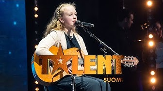Clarissa Grönstrand laulaa ja säestää kitaralla Stand by me -kappaleen | Talent Suomi | MTV3