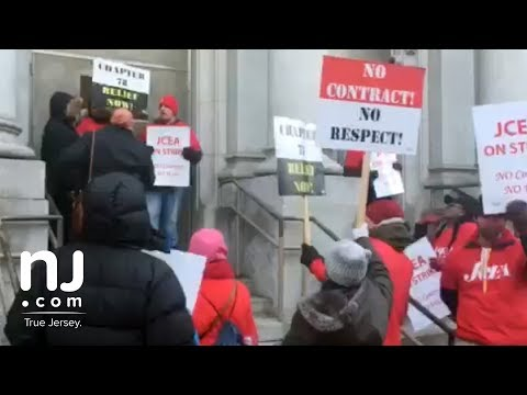 Striking teachers block substitutes from entering school