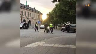 Här är hela videoklippet på när svärdmannen grips i Örebro