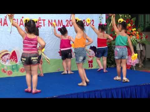các bé Chồi 1 trường Hoa Quỳnh, Quận 1 múa bài Khúc Ca Rộn Ràng