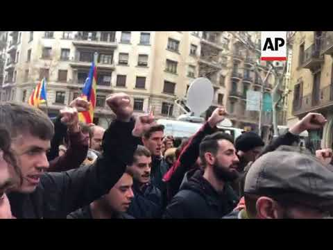 Brief clashes between Catalan separatists and police in Barcelona