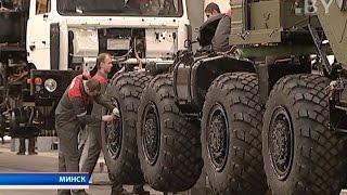 Два автомобиля уже закончили испытания: белорусская военная техника в ОАЭ