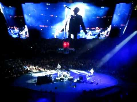 "U2 - Bono's Philadelphia Rant, Into ""Still Havn't Found What I'm Looking For"""
