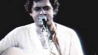 Harry Chapin sings BANANAS Live 1977