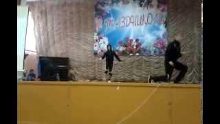 молодые таланты танцуют брэйк данс в смоленске(смоленский машиностроительный техникум)