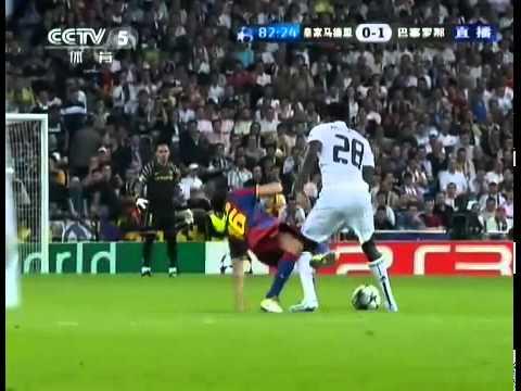 Adebayor hace Falta a Sergio Busquets - Real Madrid vs. FC Barcelona (0-2) / Semifinal Champions
