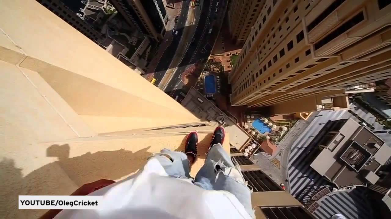 Worlds Scariest Parkour Run As Daredevil Leaps Across - Daredevil films extreme parkour on top of skyscraper