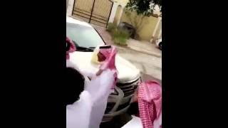 """قطري يهدي """" سيارة جيب لكزس """" إلى شاعر بعد خروجه من السجن"""