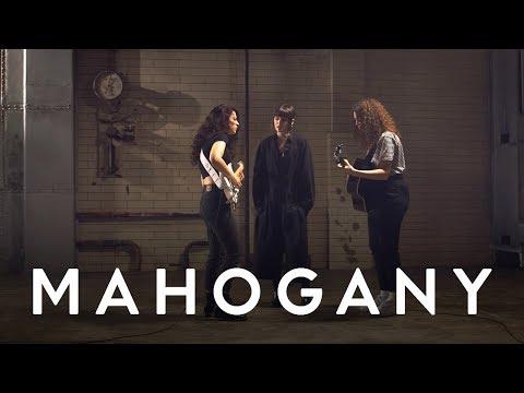 MUNA - I Know A Place  Mahogany Session