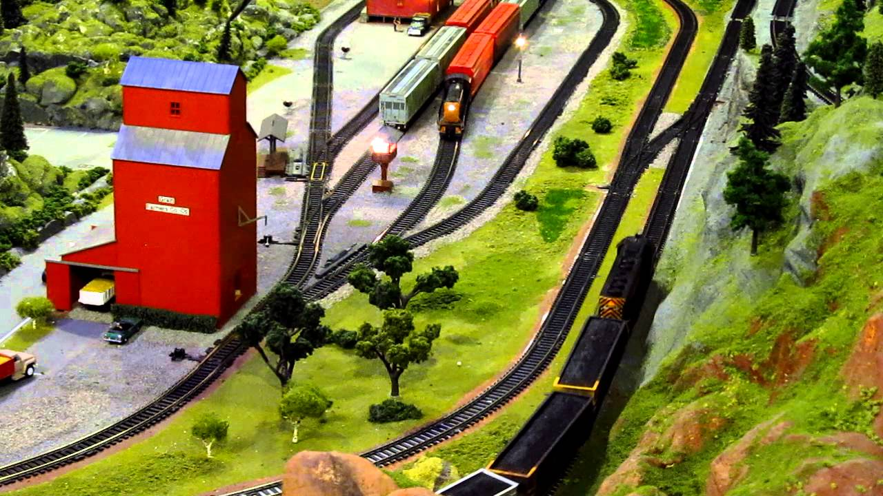 Ho Model Car Systems Layouts - Ho scale train layout dcc fun backing grain cars up up drgw