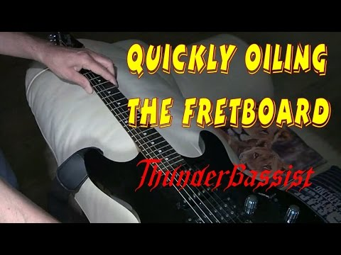 Quickly Oiling the Fretboard of a Guitar