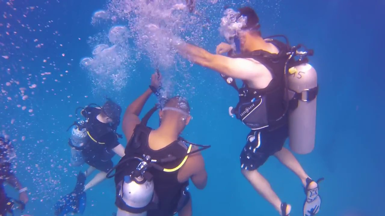 u s soldiers doing their first ever scuba dive with hawaii scuba