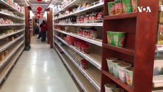 """疫情当前,加州洛杉矶华人聚集区一家超市的货架日渐""""骨感""""。"""