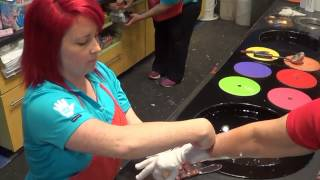 Niagara Falls, ON    Making a wax hand on Clifton Hill