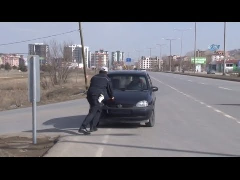 Yolda Kalan Vatandaşın İmdadına Polis Yetişti
