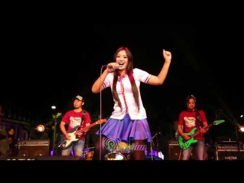 Yeyen Vivia  live perform di Dunia - Kangen