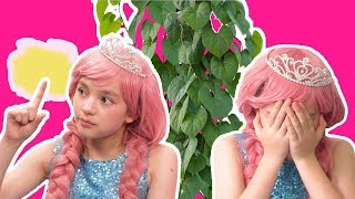MAGIC PLANT SPELL! OLIVIA'S Touch Turns Things Giant 🌱  Princesses In Real Life | Kiddyzuzaa
