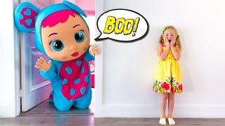 Stacy y una enorme muñeca