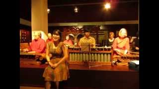 Caping Gunung (Gesang) by Arum Sih Gamelan Group, Germany