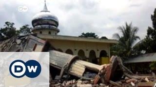 عشرات القتلى إثر زلزال عنيف ضرب جزيرة سومطرة | الأخبار
