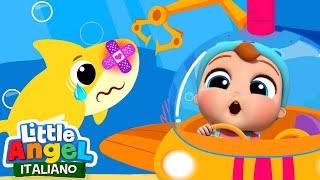 Baby Squalo ha la Bua 😢 Cartoni Animati con Baby Shark Canzone 😂 Little Angel in Italiano