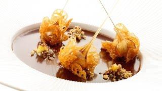 Roger Van Damme Desserts - Mousse En Coulis Van Hazelnoot Met Kletskopjes