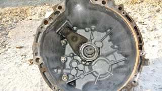 How to rebuild a transmission - sodablasting and sandblasting