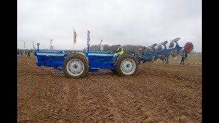 Super Rare Doe Triple D Ford Articulated Tractor Ploughing!