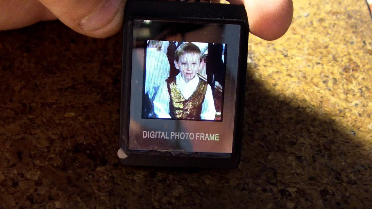 """1.5"""" LCD Rechargeable Digital USB Photo Frame Keychain"""