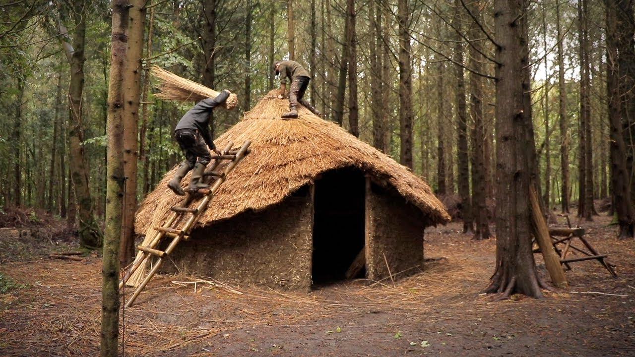 Building an Iron Age Roundhouse - Thatching the Roof | Bushcraft Project (PART 9)