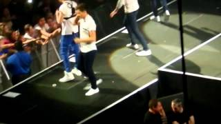 One Direction- Save You Tonight in Mohegan Sun Arena