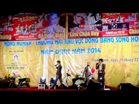 Hot Girl Ôm Hôn HKT. Check in Nam Định