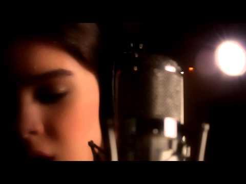 Hailee Steinfeld - Flashlight