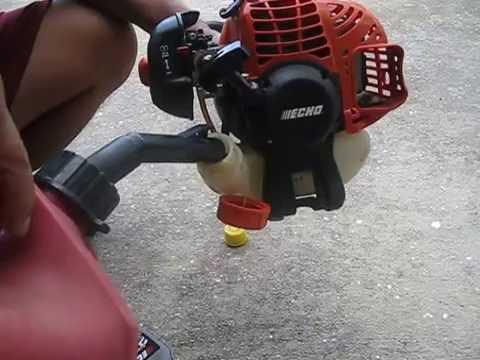 Cách tự pha xăng cho đầu máy xén cỏ quất cỏ tại nhà rất đơn giản và dễ làm