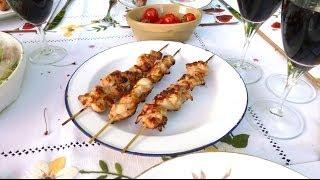 Как приготовить вкусный и сочный куриный шашлык (маринованный в сметане)